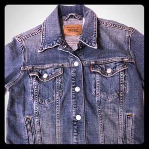 Levi's Women's medium snap Jean denim jacket